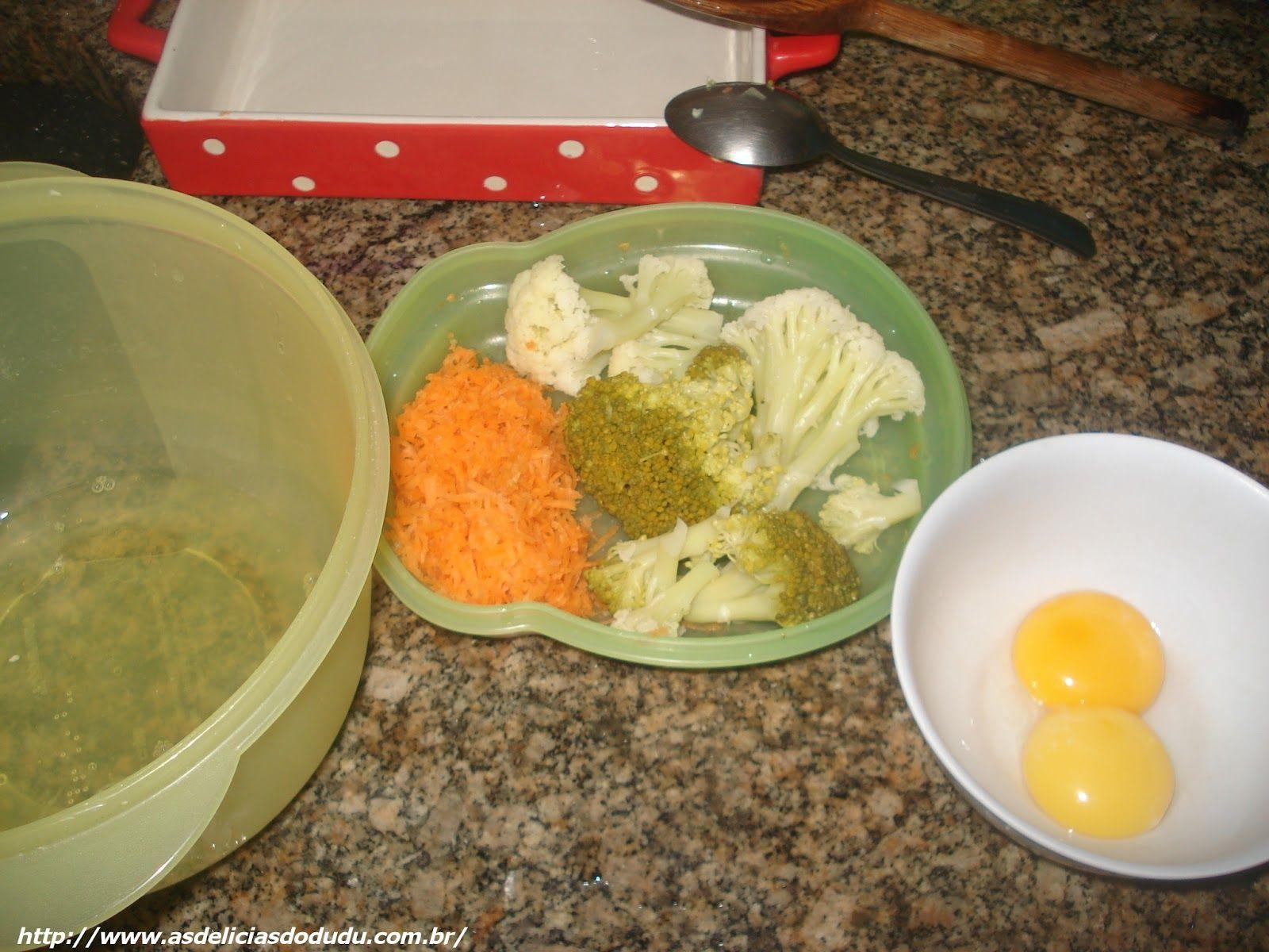 Seguindo a receita daqui do blog mesmo que a Bianca Cristina enviou do suflê de cenourafiz um delicioso de legumes, o cheiro tomou conta da casa e Dudu comeu com a melhor boca do mundo, ficou realmente maravilhoso… Você vai precisar de: 2 ovosLegumes cozidos usei brócolis, couve flor e cenoura ralada crua1 colher de …