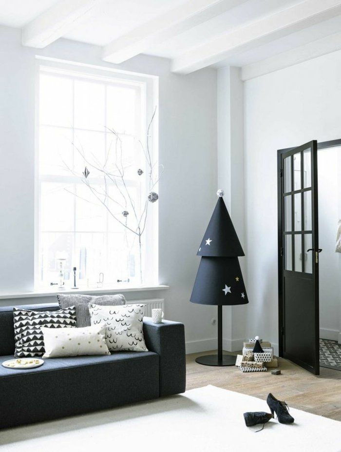 minimalistischer weihnachtsbaum im skandinavischer stil. Black Bedroom Furniture Sets. Home Design Ideas