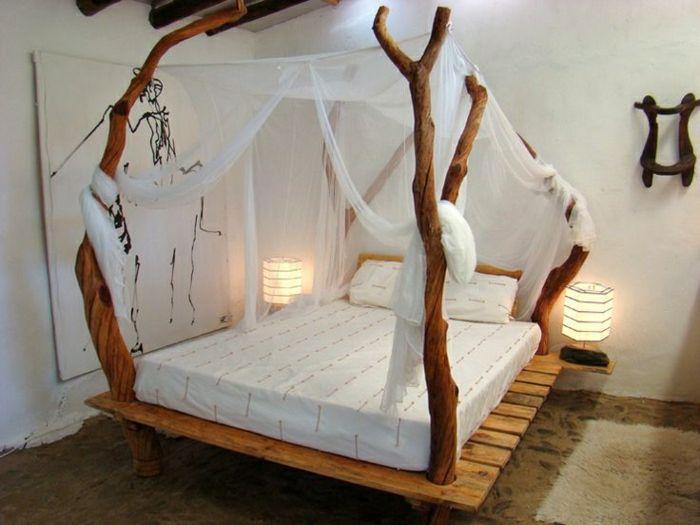 Himmelbett aus holz selber machen  Himmelbett-Baldachin-Paletten-Äste-Treibholz-Nachttischlampe ...