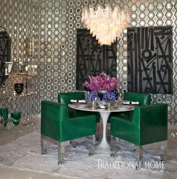 With its reflective ceiling, large-scale diptych, and stunning Murano glass chandelier, the dining room by Martyn Lawrence Bullard leaves a lasting impression. - Photo: Michael Garland / Design: Martyn Lawrence Bullard