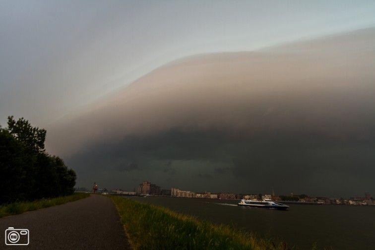 Rolwolk boven Dordrecht