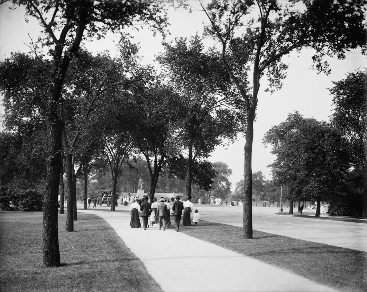 1900. Lincoln Park -- Chicago. Dearborn Street. Lincoln Monument. Detroit Publishing Company.