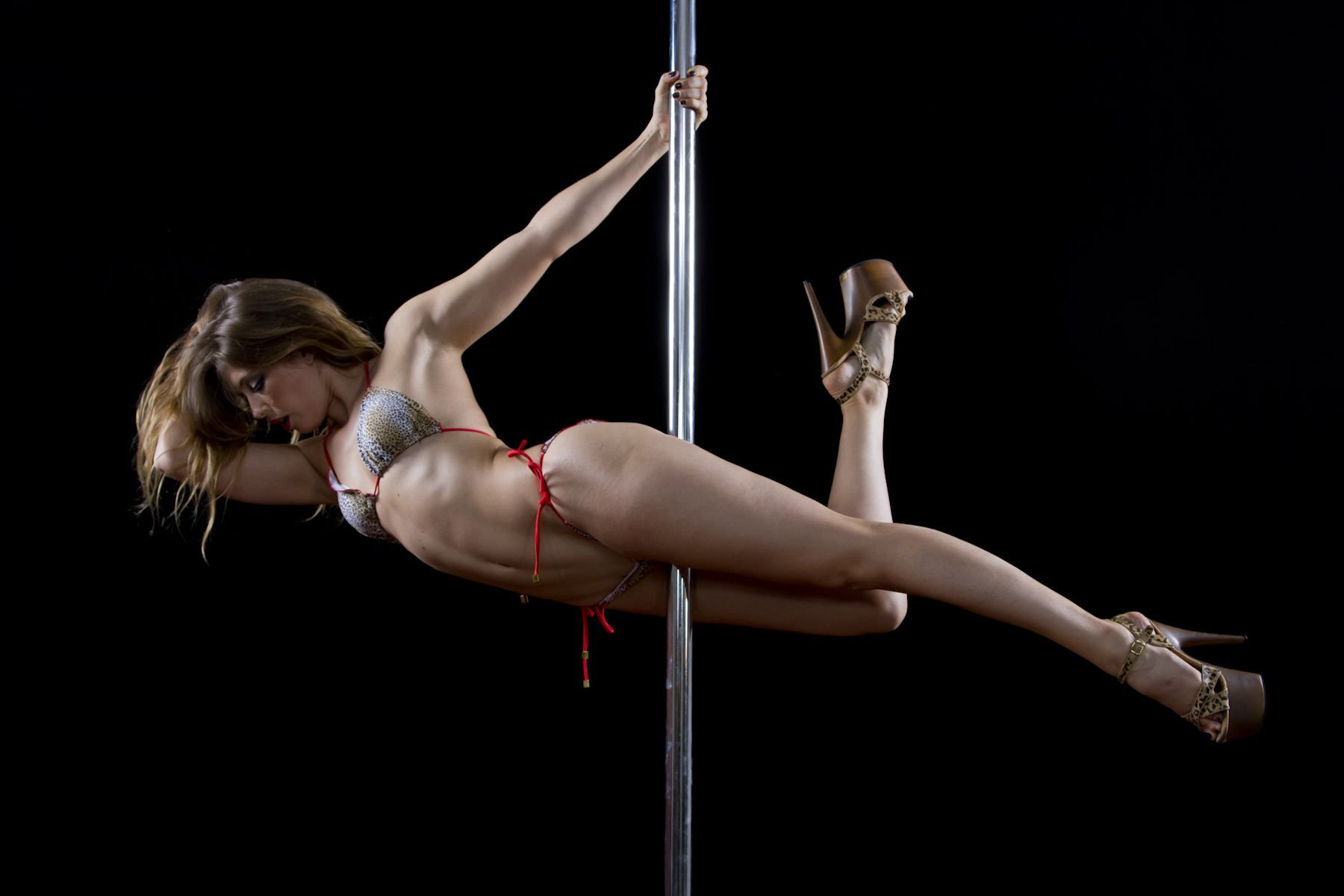 sexy-girl-dancing-on-pole-gif