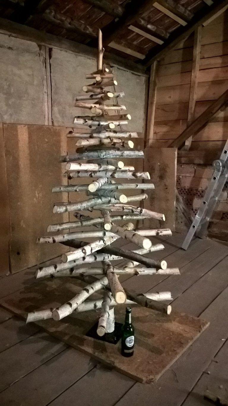 weihnachtsbaum selber bauen  aus birkenstämmen