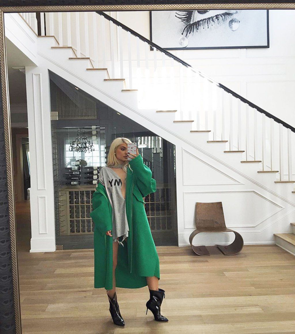 2048x2048 Kylie Jenner In Her House 5k Ipad Air Hd 4k: Kylie Jenner Has A 'Boys' Room' Stocked With Issues Of