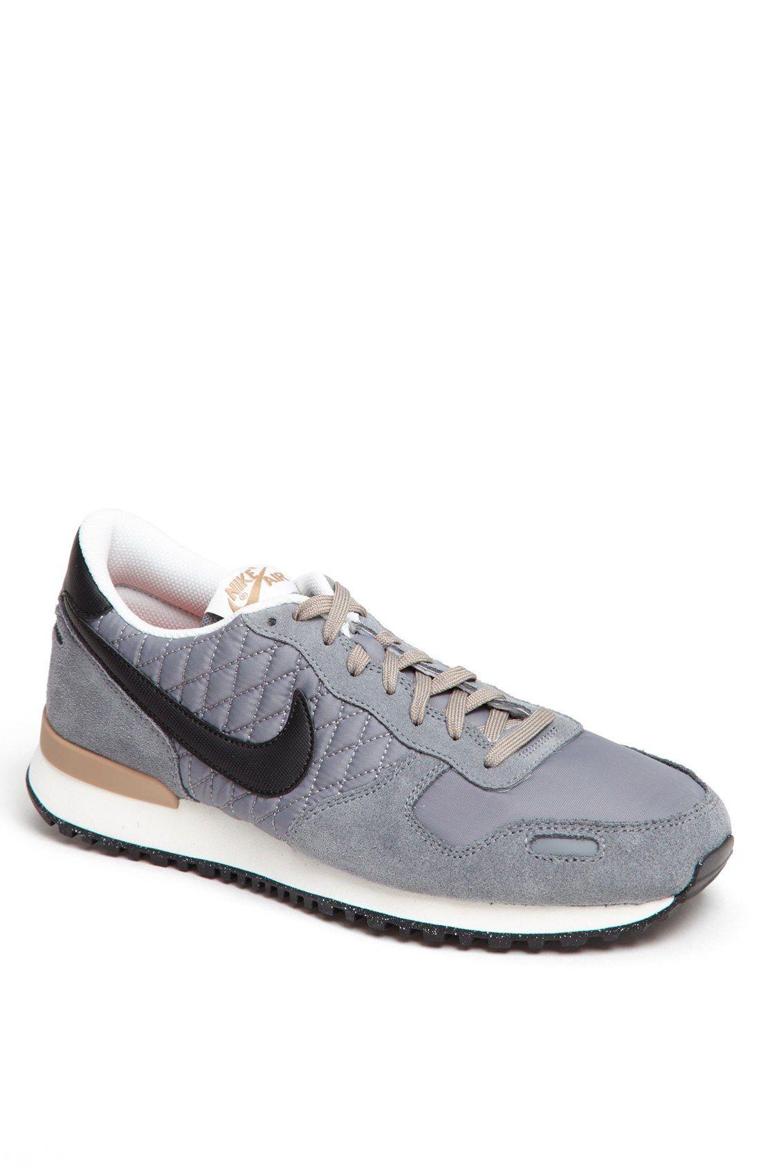Retro Nikes.  7cf041fd6610