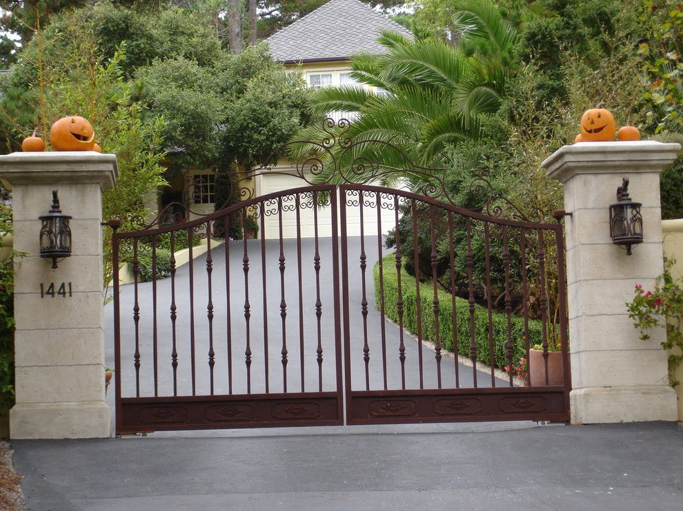 Gate Design Ideas iron gate design ideas types of gate design ideas House Entrance Gates Decorated For The Halloween Holiday 36 Ideas For Your Home