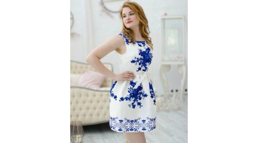 ce20cf366 Fehér alapon királykék virágmintás, alkalmi ruha fehér megkötős ...