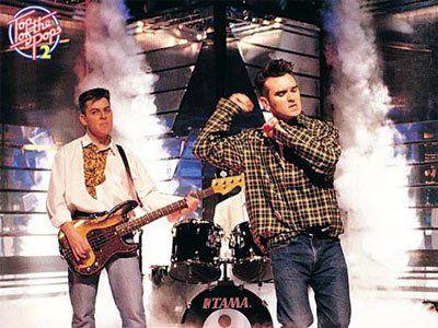 Andy Rourke bassista degli Smiths pubblica un album coi suoi D.A.R.K. (con Dolores... https://t.co/sOfs4qWSMs https://t.co/7WPS5Nst2g