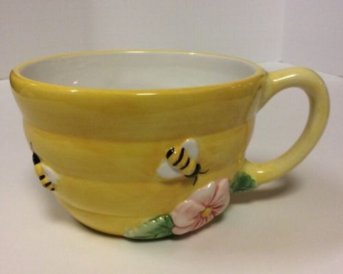 Peggy-Jo-Ackley-Ceramic-Yellow-Beehive-Mug-Extra-Large