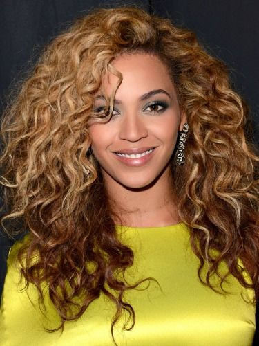 Cute Curly Hairstyles Steal These Cute Curly Celeb Hairstyles  Curly Hairstyles