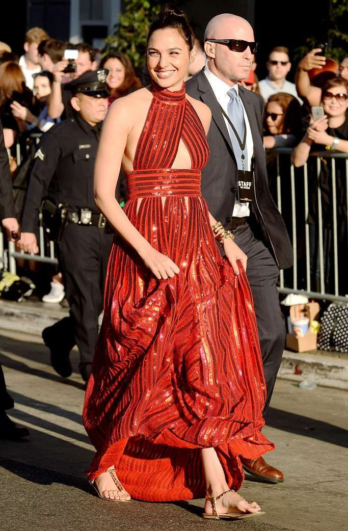 All the Flats \'Wonder Woman\' Gal Gadot Wore Instead of High Heels on ...