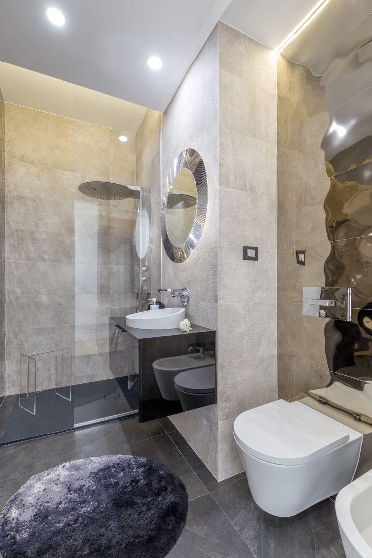 Graue Einrichtung Badezimmer Luxus Regendusche Glaswand #innendesign  #design #interior