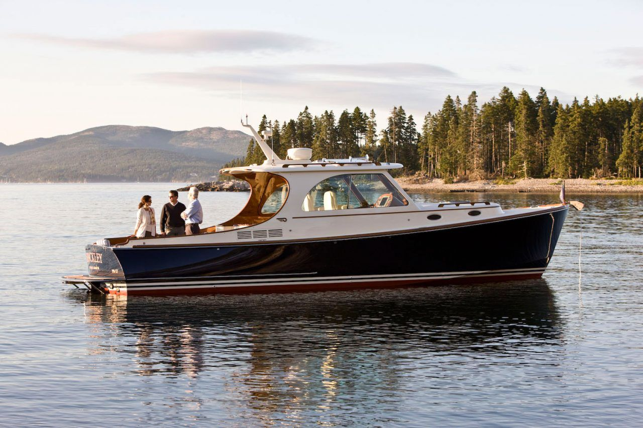 Boats yachts maine boats lobster boats picnic boats sailing - Luxury Downeast Style Picnic Boat For The Finest Cruising Yacht Boat Features Fuel Efficiency Innovative Technology Teak Joystick Controls