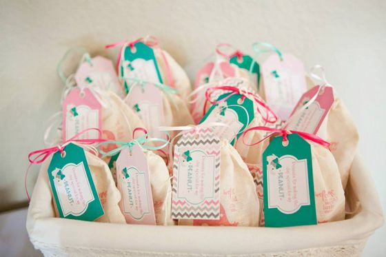 Party favor idea: mini-bags of peanuts with an adorable tag! #socialcircus