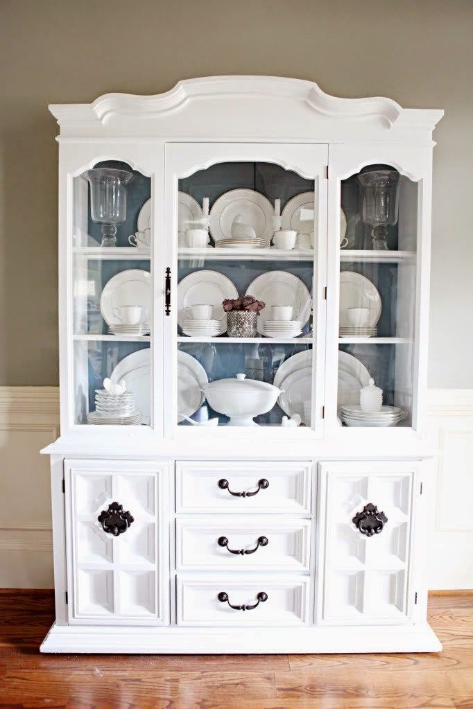 Tips on how to arrange a china cabinet blue back for Arranging dishes in kitchen cabinets