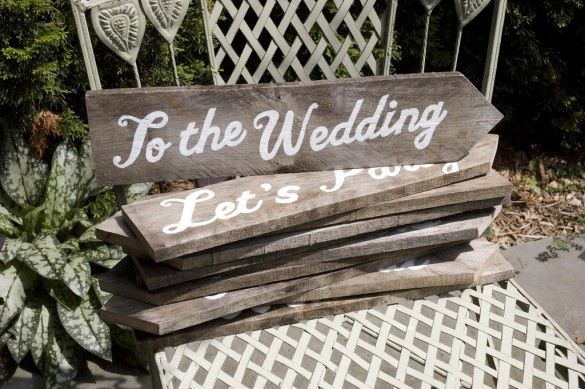 Hand painted wedding signs on rugged wooden planks. Great idea ...