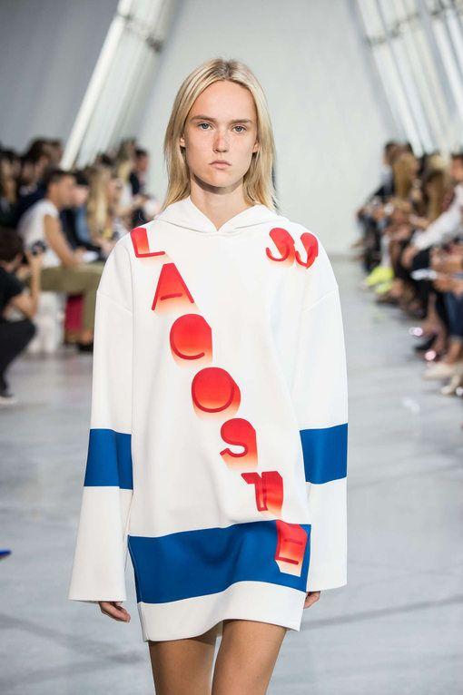 Fashion Week New York Printemps Eté 2016 - Lacoste - La collection est directement inspirée des JO de Rio à venir. Les pièces sont un assemblage de matières légères et aux coupes géométriques inspirées des drapeaux de chaque pays.