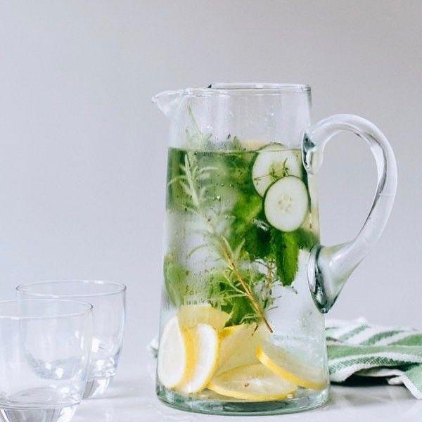 Detox-Wasser: 3 Rezepte für einen flachen Bauch