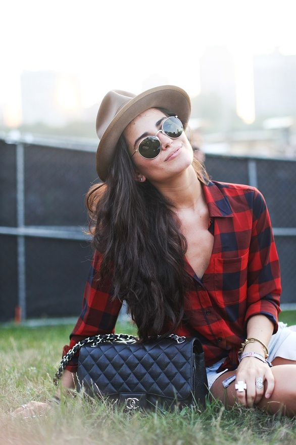 Casual cool. Love the shirt. Love the hat. Love the Chanel handbag even more!