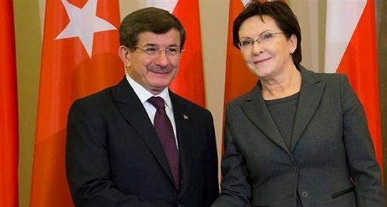 Başbakan vizeleri kaldırdık adlı haberi ile ilgili açıklamada bulundu.. #basbakan #vize #davutoğlu