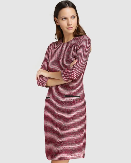 0d6fbedbd Vestido de tweed en color rojo. Tiene manga francesa