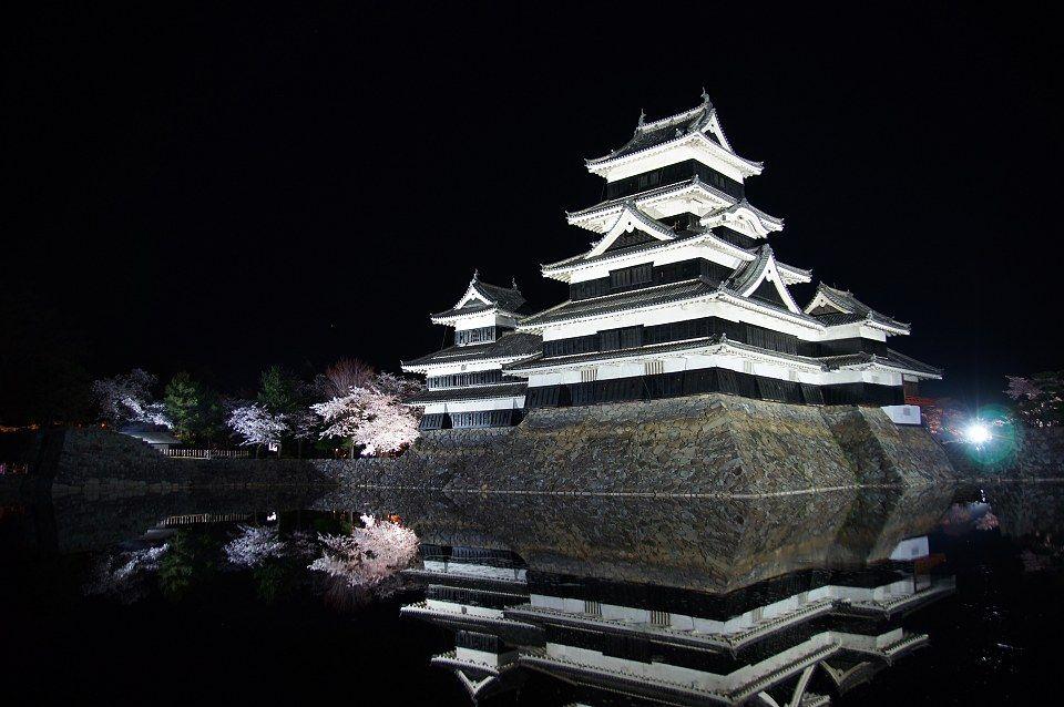 きっと誰もが 美しい と思える国宝松本城の夜桜 triproud 城 絶景 美しい風景