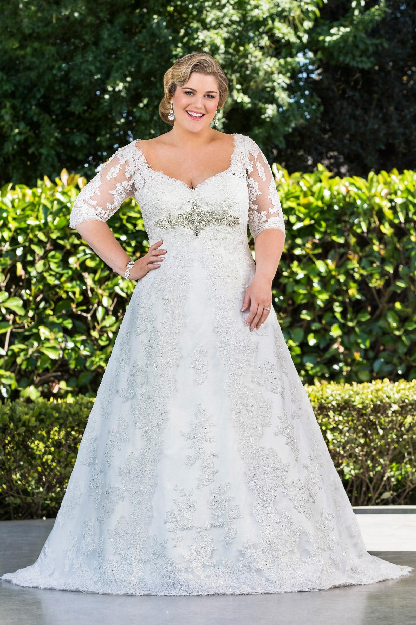 Discount Plus Size A Line Lace Wedding Dresses With Half Sleeves 2019 New Arrival Sheer Long Princess Bridal Gowns W1355 Winter Crystal Appliques Hot Wedding Dr Plus Size Wedding Dresses With