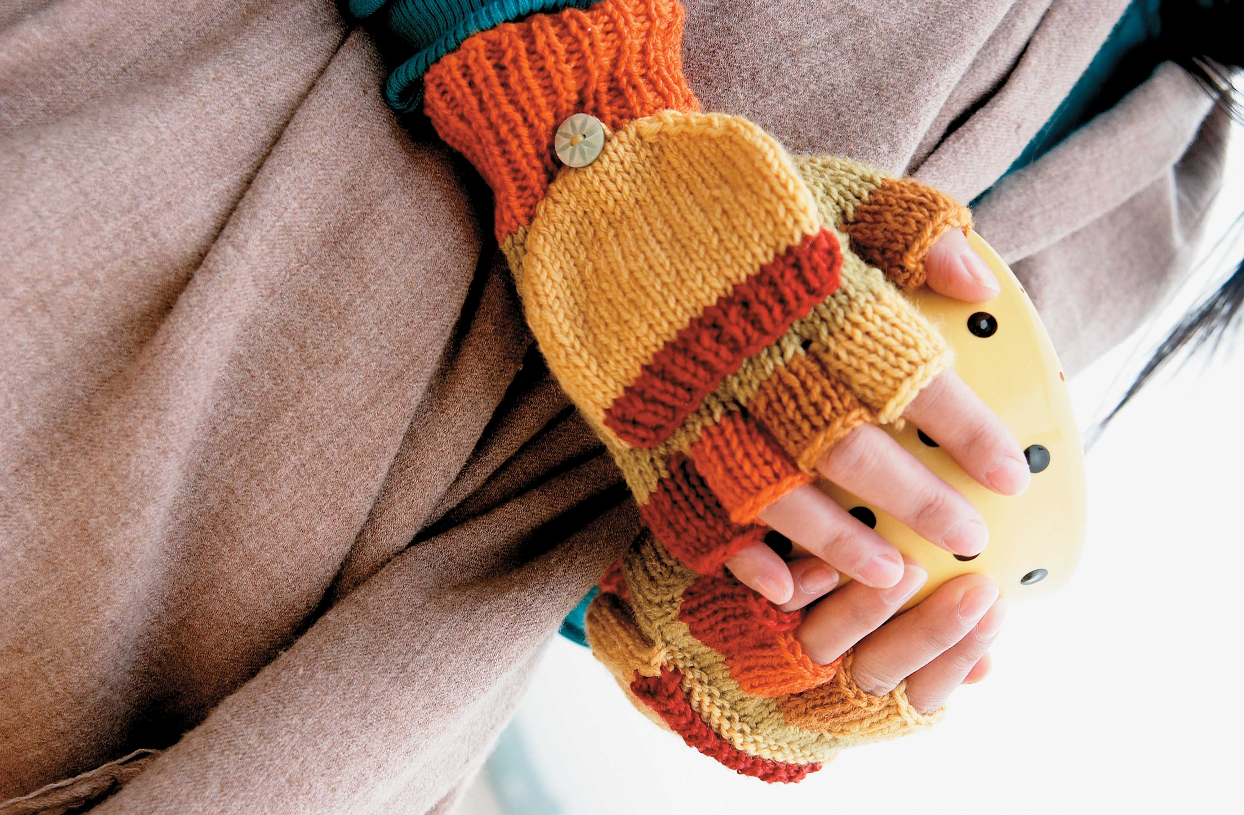 This free fingerless gloves pattern makes two-way mitten gloves that ...