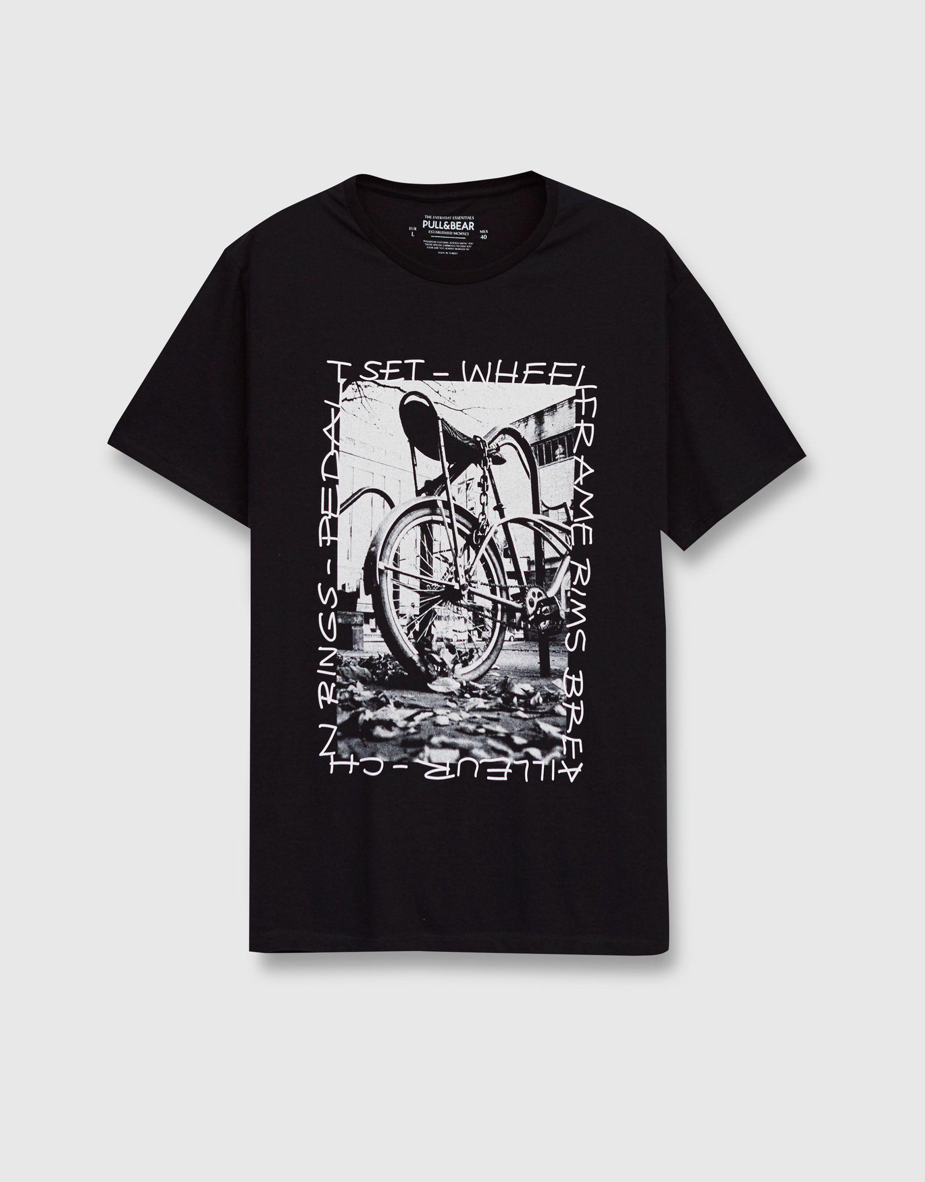 T Shirt Mit Grafik Vorne T Shirts Kleidung Herren Pull Bear Deutschland Logos Marcas De Ropa Camisetas Graficas Camisetas