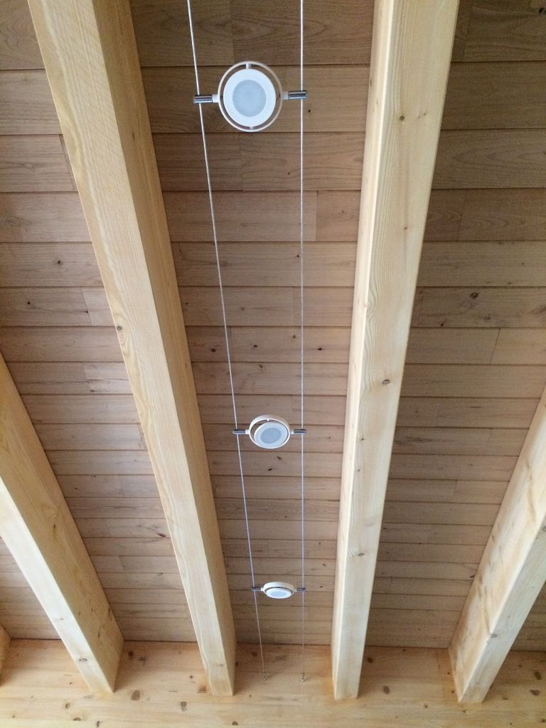 Luminaire Pour Plafond Bas Avec Poutre spots sur fil tendu plafond poutres apparentes   plafonds