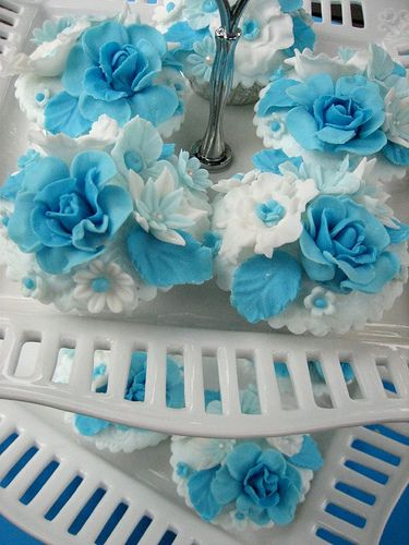 Turquoise Blue & White Cupcakes
