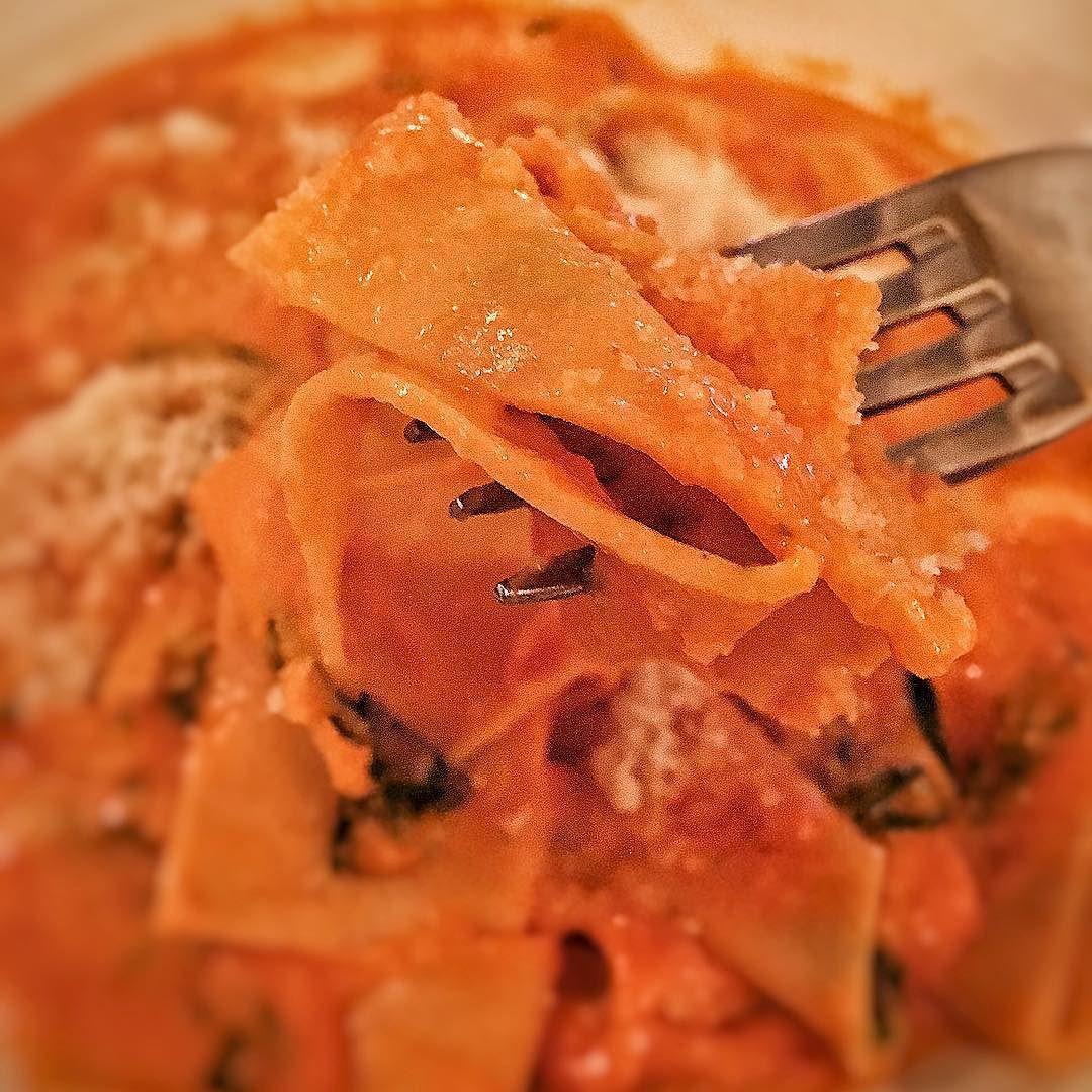 Tomato cream sauce fresh mozz and basil @bicepalm #pastaaltelefono #pappardelle #pasta #dinner #cheese #basil #eeeeeats #f52grams #huffposttaste #feedfeed