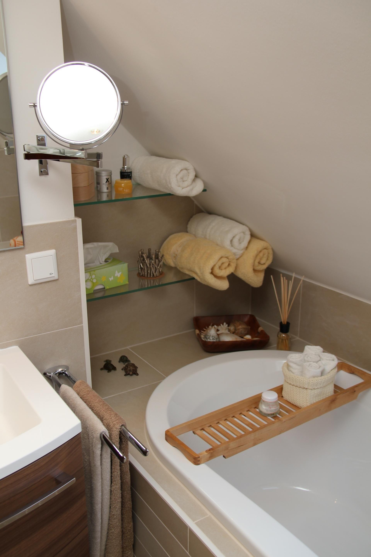 Nische Mit Eingebautem Glasregal Dachschrage Bad Glasregal Badezimmerideen Badezimmer Dachschrage