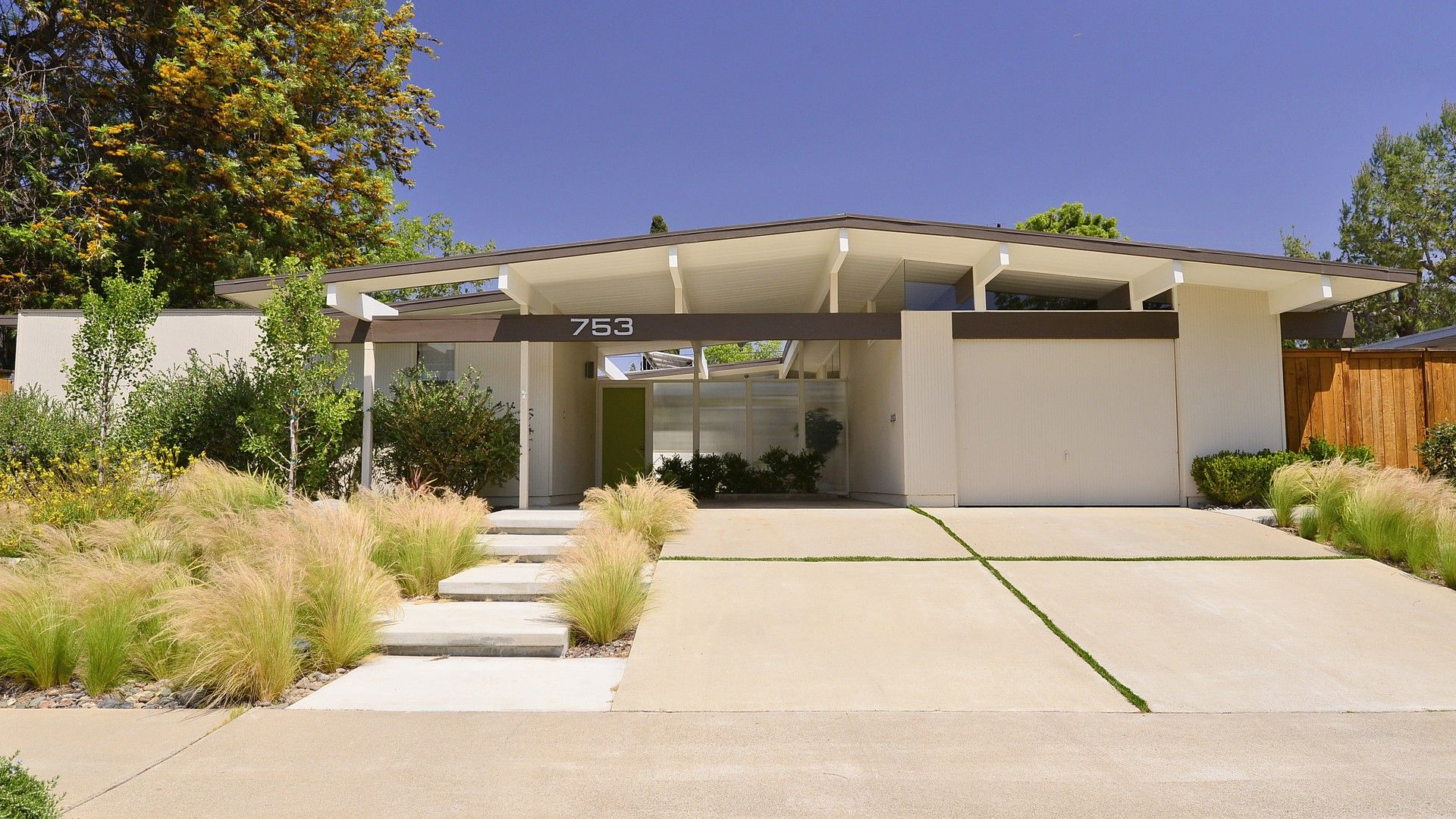 Eichler Homes In Southern California Socal Eichlers For Sale Modern Homes For Sale Mid Century Modern House Eichler Homes