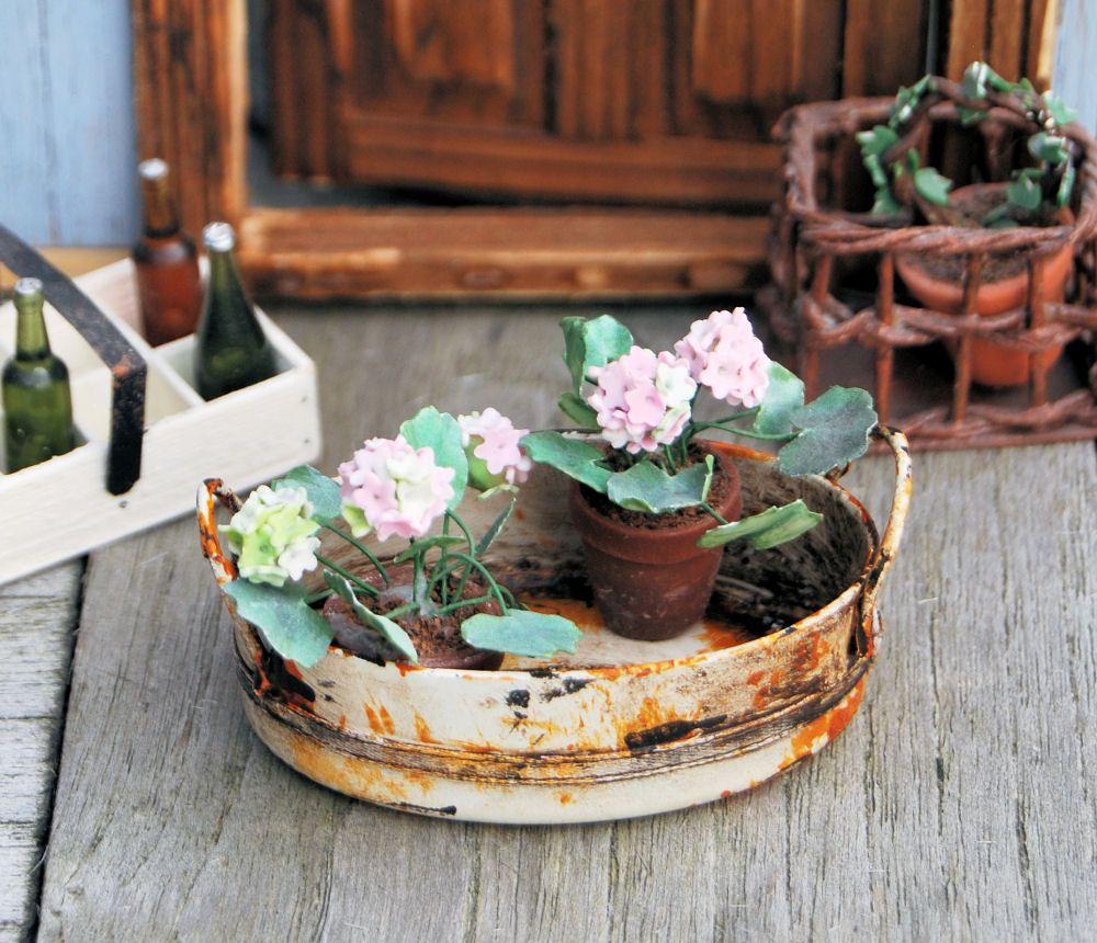 Dollhouse Miniatures Jensen: How To Make Miniature Distressed Washbasin, Planter Etc