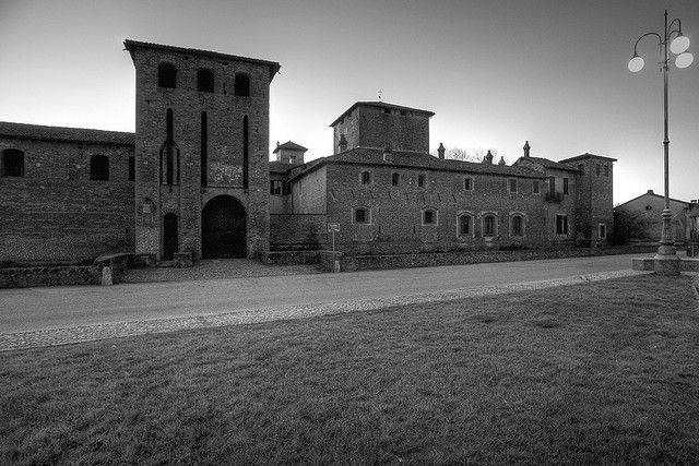 castello di Scaldasole - Lomellina. 45°07′00″N 8°55′00″E