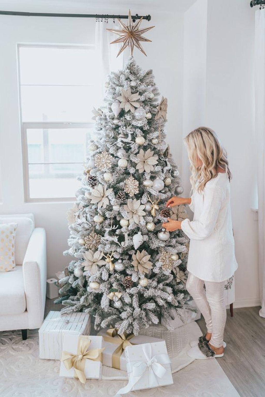48 Umwerfende Weisse Weihnachtsbaumideen Fur Ihr Interieur Interior D Glam Christmas Tree White Christmas Tree Decorations Flocked Christmas Trees Decorated