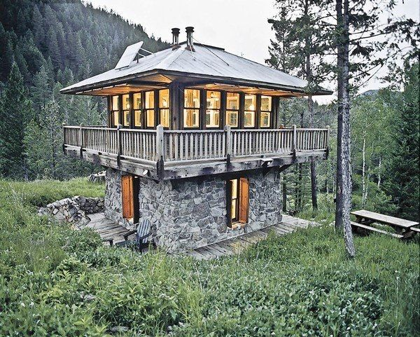 Judith Mountain Cabin In Montana Cool Cabin Designed To Look Like A Fire Lookout Tower 600x481 Cabinp Modern Tiny House Unique Houses Tiny House Movement