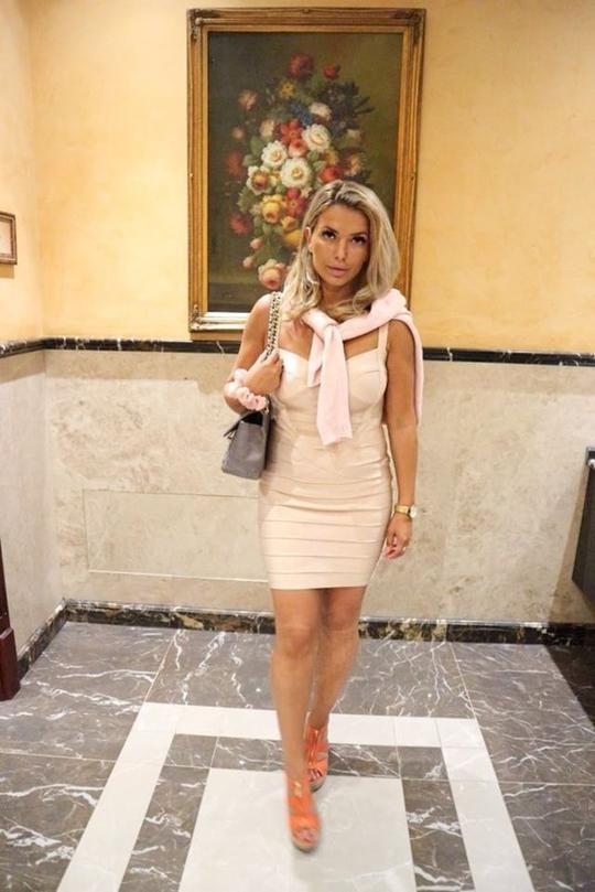 Goldman Clothing female tjejer som sticker ut bandage