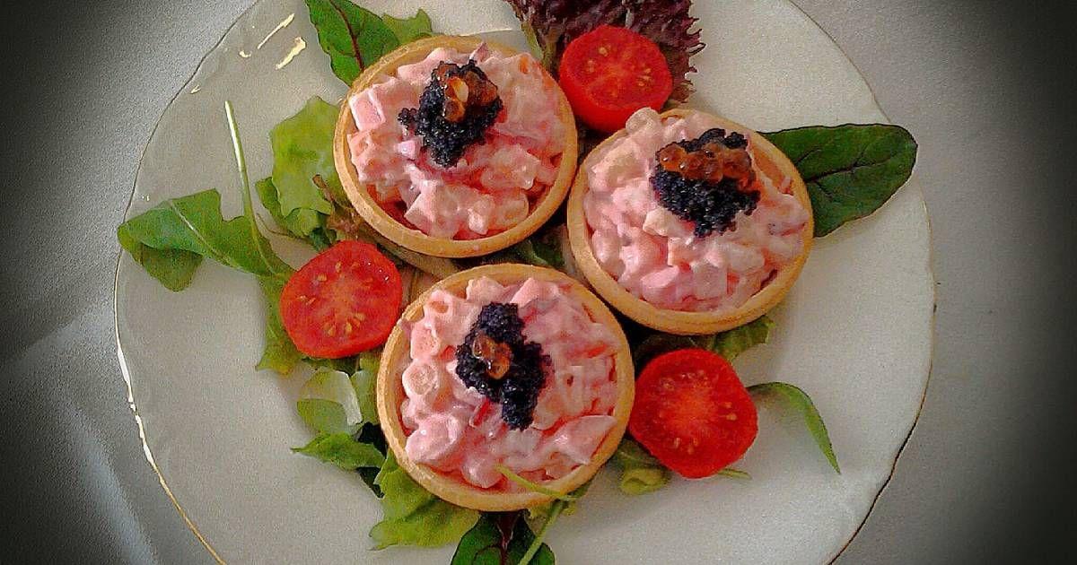 Tartaletas de remolacha y langostinos en salsa rosa