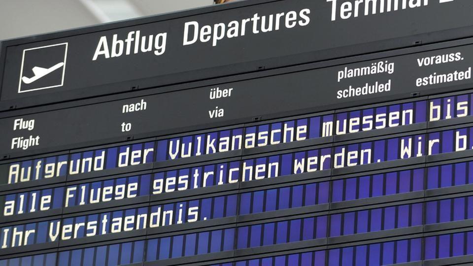 Anzeigetafel auf dem Flughafen in München nach dem