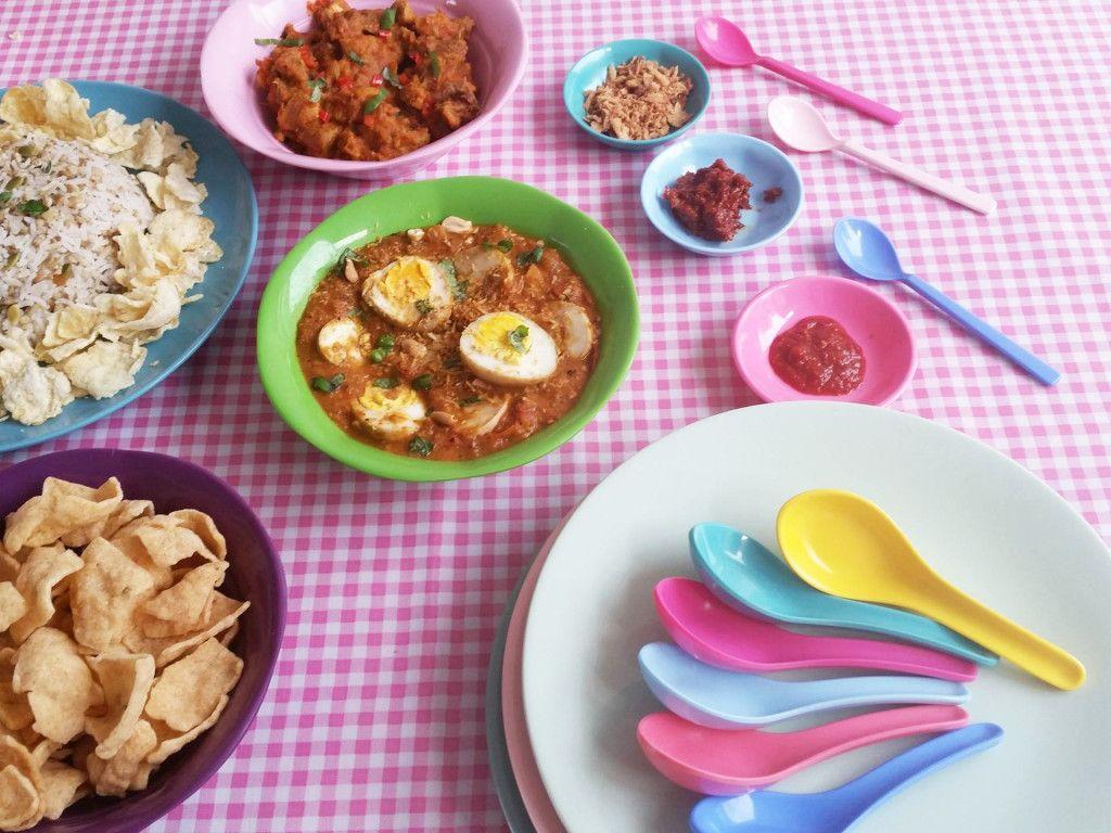Indonesian Table Setting Indische Rijsttafel Colourful Indonesian Food Table Setting