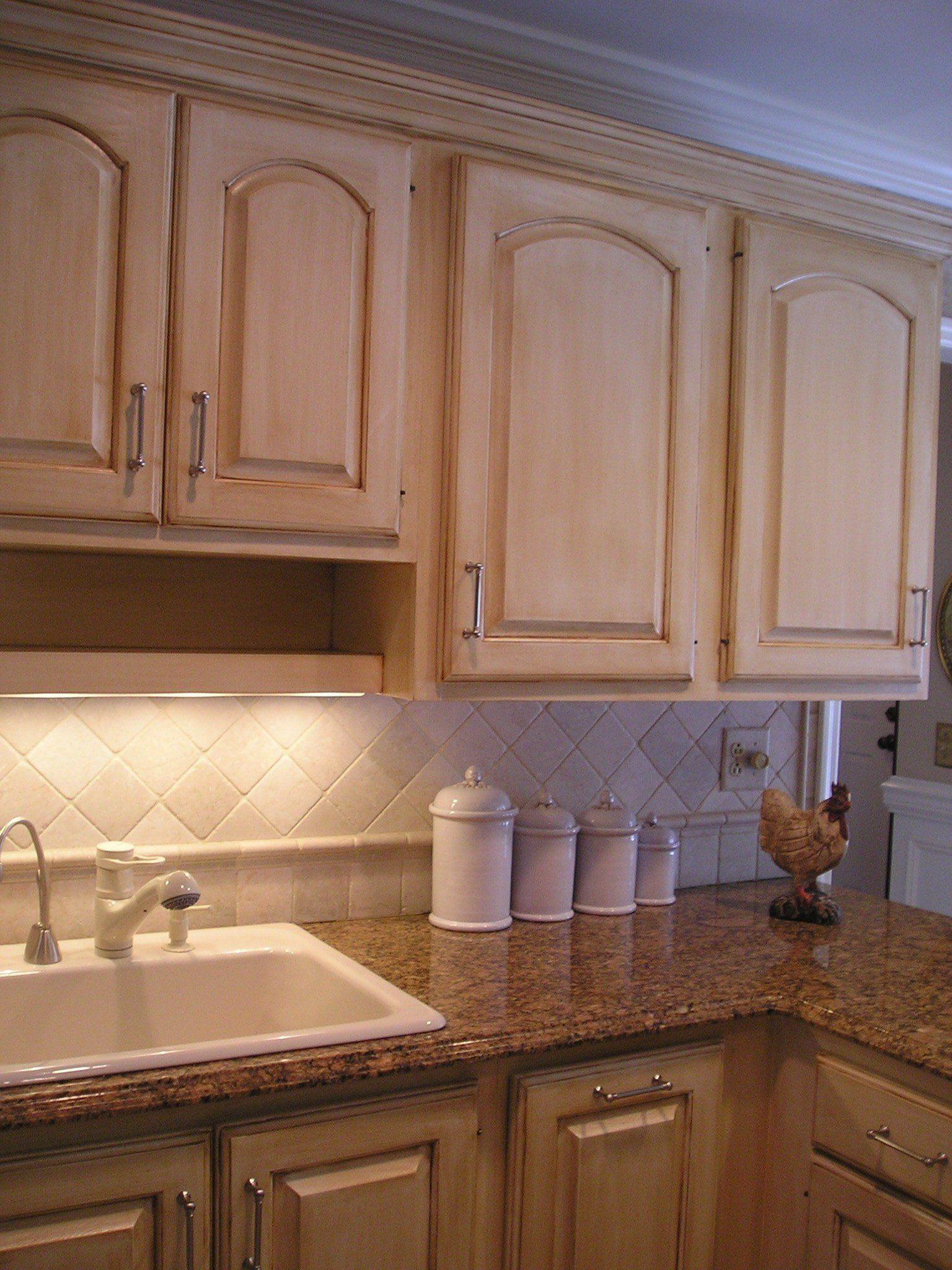 Kitchen Paint Idea Oak in 2020 Oak kitchen