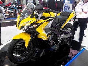 Bajaj Pulsar Rs200 Vs Yamaha R15 Version 2 0 Vs Honda Cbr 150r