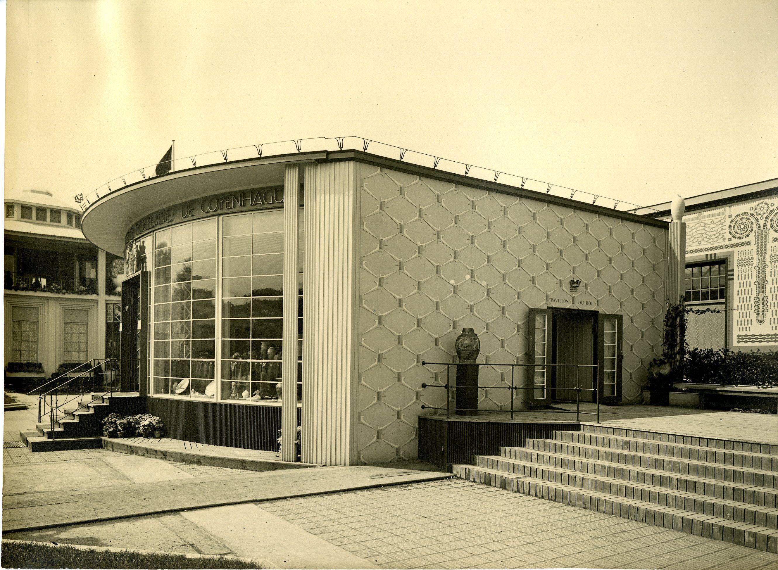 Den Kongelige Porcelainsfabriks udstillingspavillon på Verdensudstillingen i Paris 1925. Tegnet af Bent Helweg Møller