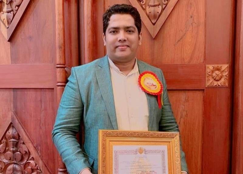 கம்போடியா அரசின் 'சர்வதேச கவியரசு கண்ணதாசன் விருது' பெற்றார் பாடலாசிரியர் அஸ்மின்!