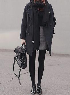 grauer Mantel + schwarzer Schal + kleiner Bleistiftrock + Tasche + Strumpfhose +…