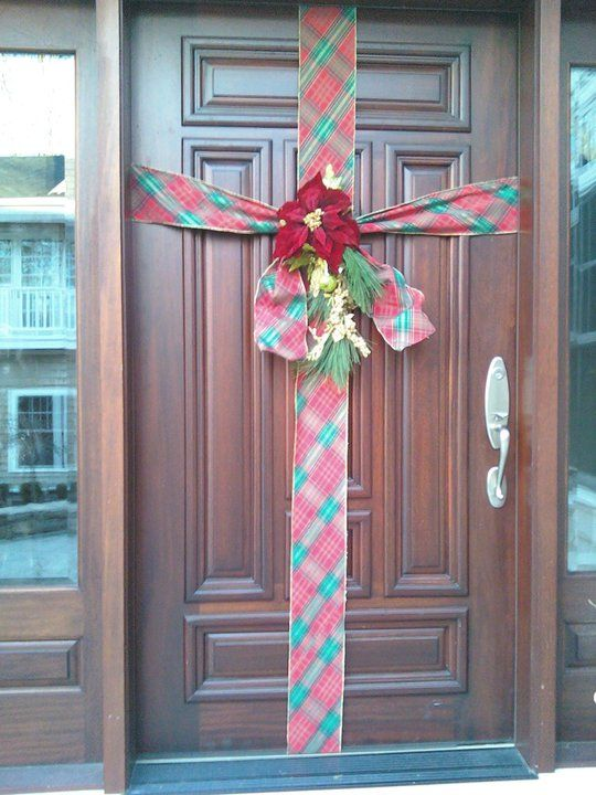 Wrap The Front Door To Look Like A Christmas Present Xmas Deco Christmas Decorations Door Decorations