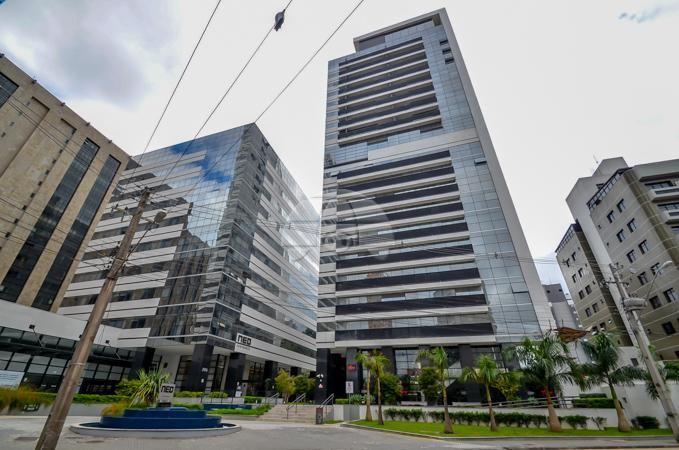 Comodidade em condomínio clube no centro de Curitiba com segurança e lazer. Agende sua visita e descubra essa oportunidade!
